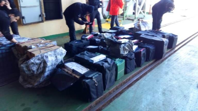 В пункте пропуска МТП «Черноморск» пограничники выявили более 20 тысяч пачек контрабандных сигарет, фото-4