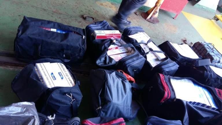 В пункте пропуска МТП «Черноморск» пограничники выявили более 20 тысяч пачек контрабандных сигарет, фото-5
