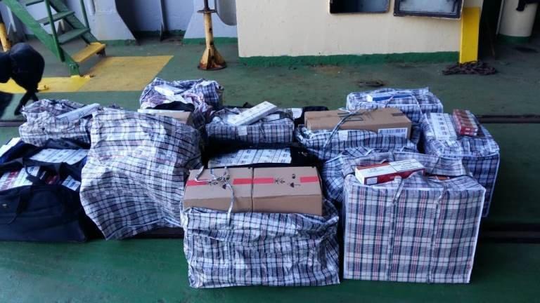В пункте пропуска МТП «Черноморск» пограничники выявили более 20 тысяч пачек контрабандных сигарет, фото-6