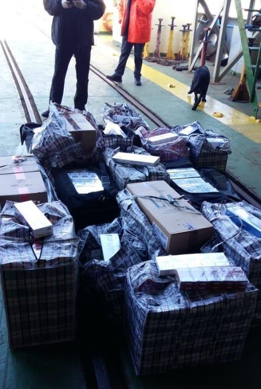 В пункте пропуска МТП «Черноморск» пограничники выявили более 20 тысяч пачек контрабандных сигарет, фото-7