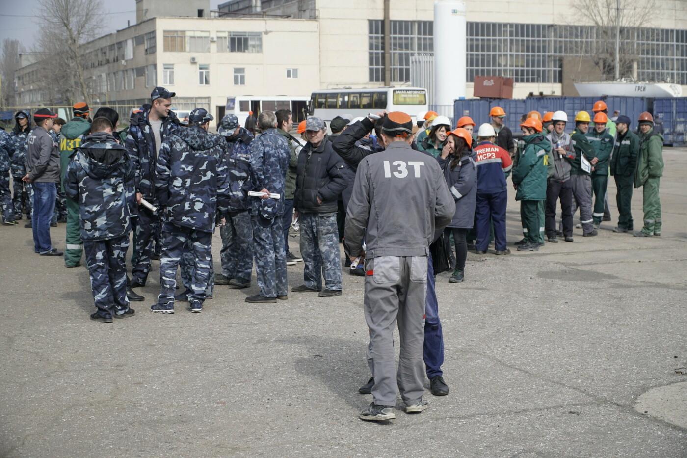 Кандидат в Президенты Украины от оппозиционных сил Юрий Бойко встретился с жителями Черноморска, фото-6