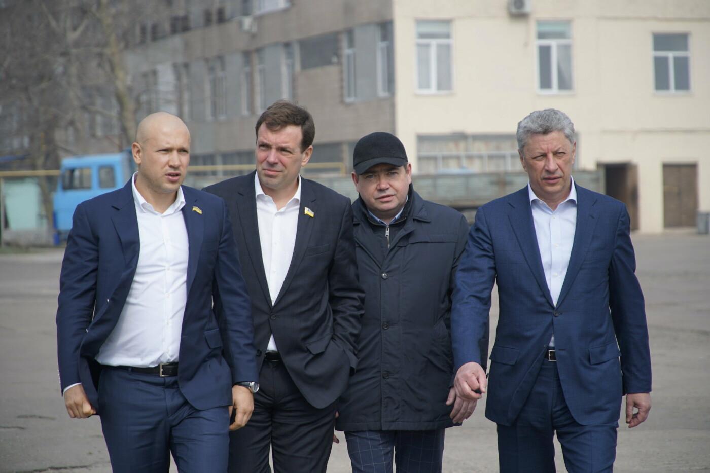 Кандидат в Президенты Украины от оппозиционных сил Юрий Бойко встретился с жителями Черноморска, фото-4