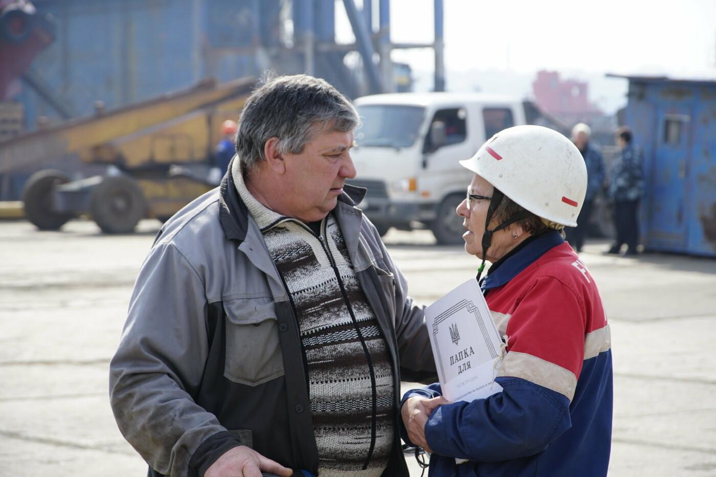 Кандидат в Президенты Украины от оппозиционных сил Юрий Бойко встретился с жителями Черноморска, фото-9