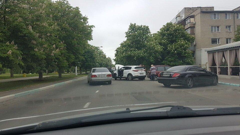Утро понедельника в Черноморске началось с шедеврального ДТП, фото-1