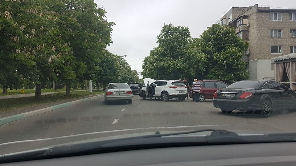 Утро понедельника в Черноморске началось с шедеврального ДТП, фото-7