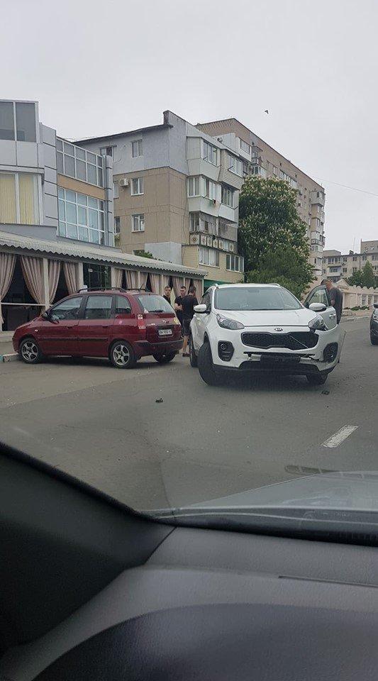 Утро понедельника в Черноморске началось с шедеврального ДТП, фото-8