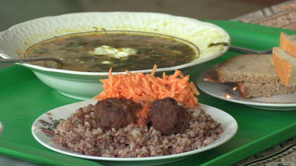 Малообеспеченные жители продолжают получать бесплатные обеды за счёт бюджета Черноморска, фото-1