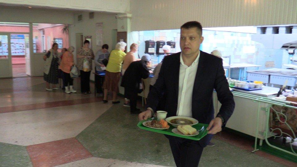 Малообеспеченные жители продолжают получать бесплатные обеды за счёт бюджета Черноморска, фото-4
