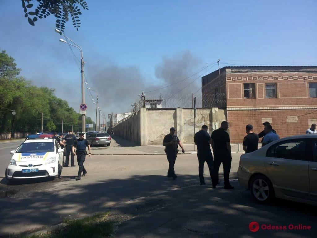 В одесской колонии бунтуют заключенные, убит охранник, фото-2