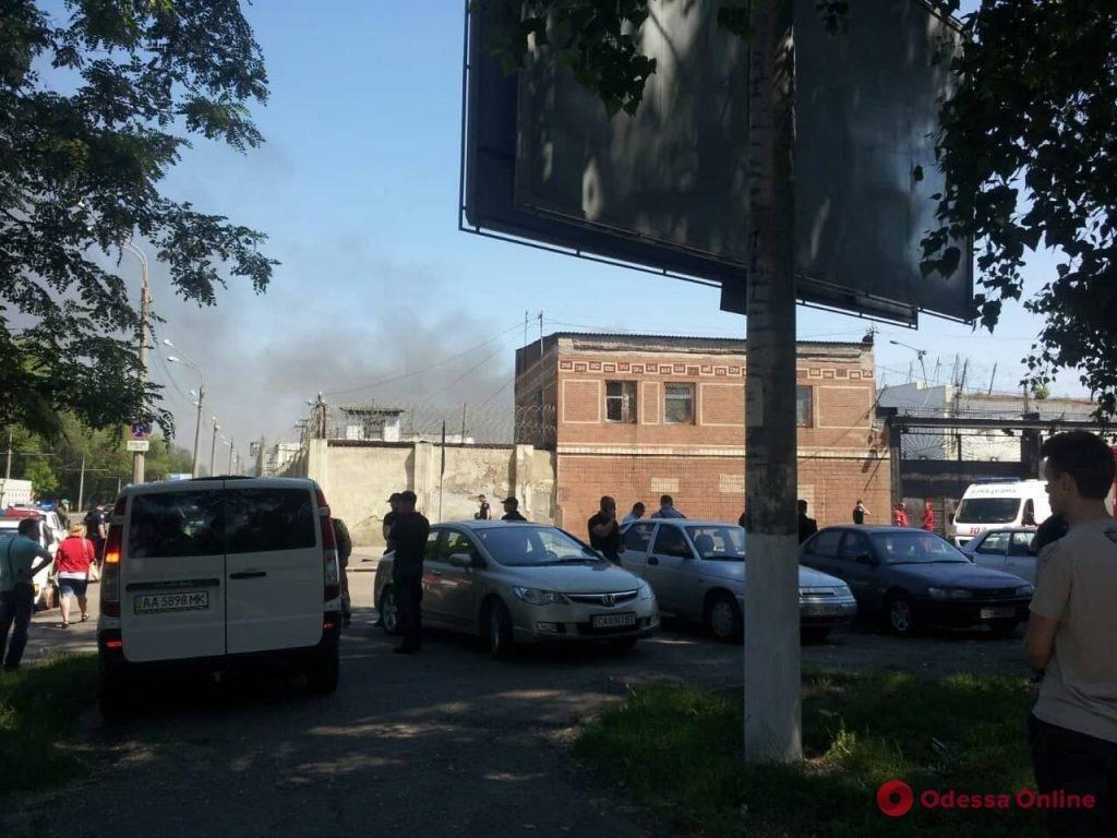 В одесской колонии бунтуют заключенные, убит охранник, фото-4