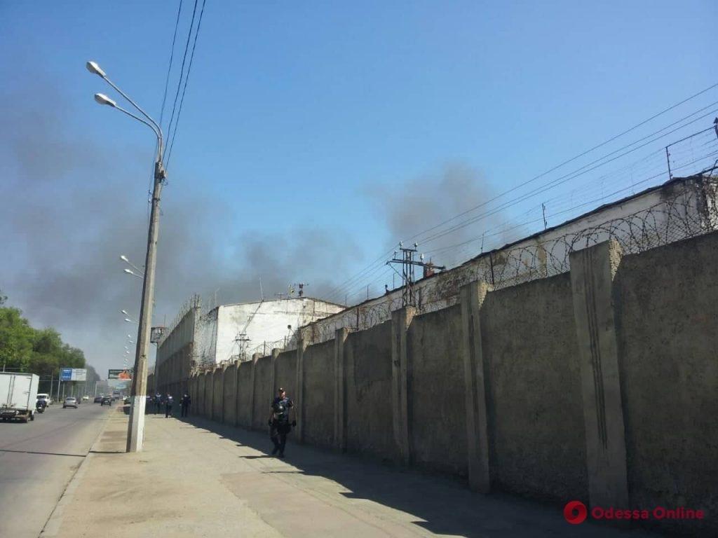 В одесской колонии бунтуют заключенные, убит охранник, фото-5