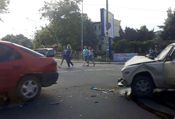 В Черноморске Жигули и Форд не поделили дорогу, фото-1
