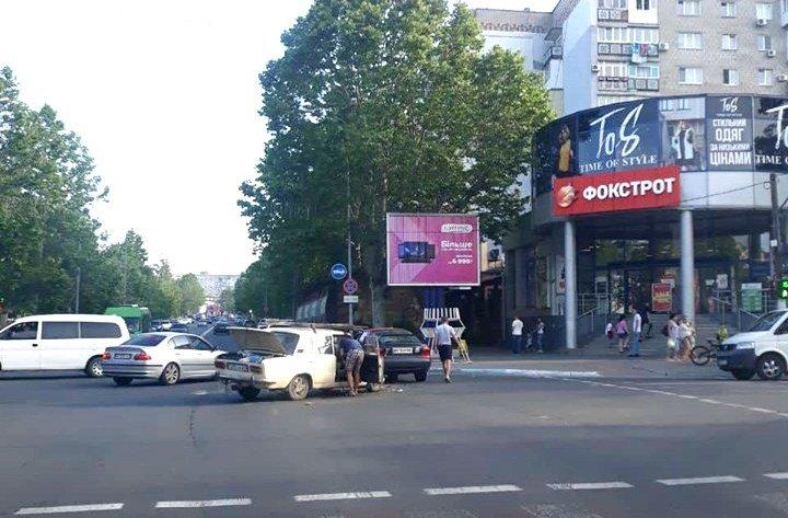 В Черноморске Жигули и Форд не поделили дорогу, фото-3
