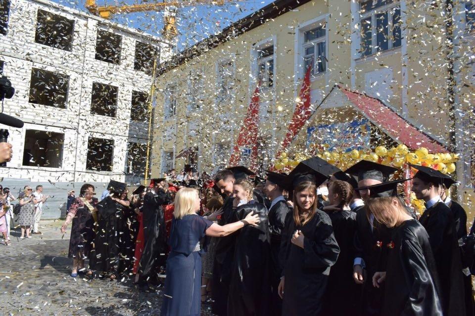 В школах Черноморска прозвенел последний звонок (ВИДЕО), фото-13
