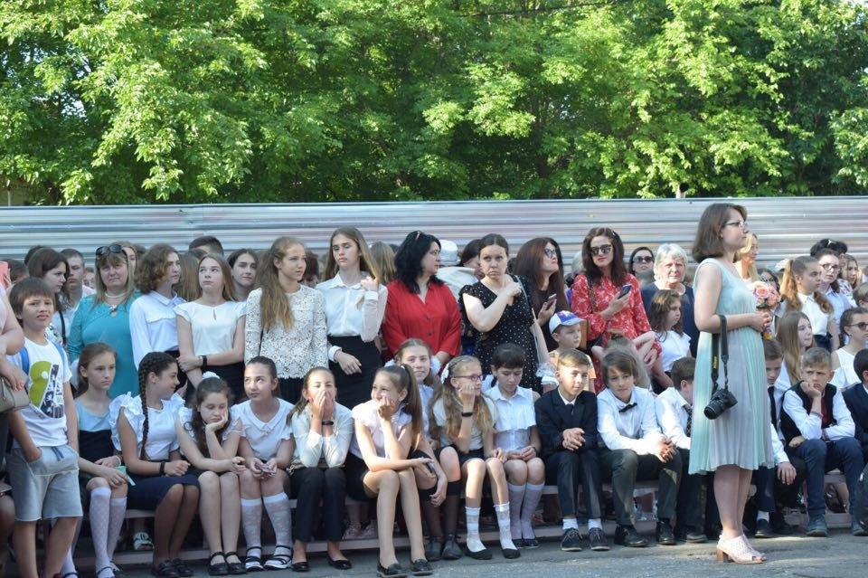 В школах Черноморска прозвенел последний звонок (ВИДЕО), фото-5