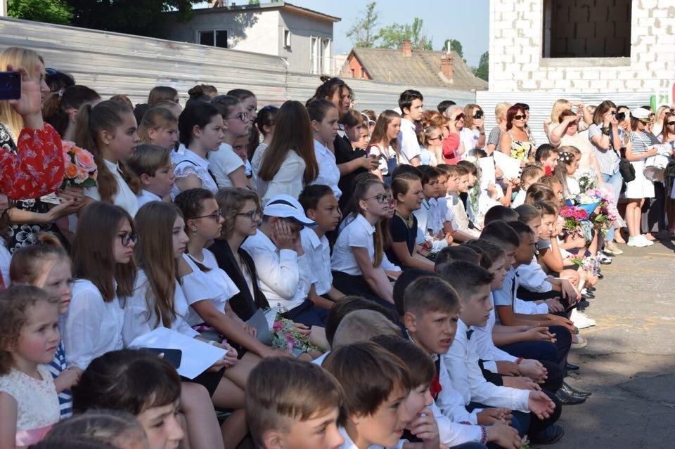 В школах Черноморска прозвенел последний звонок (ВИДЕО), фото-9