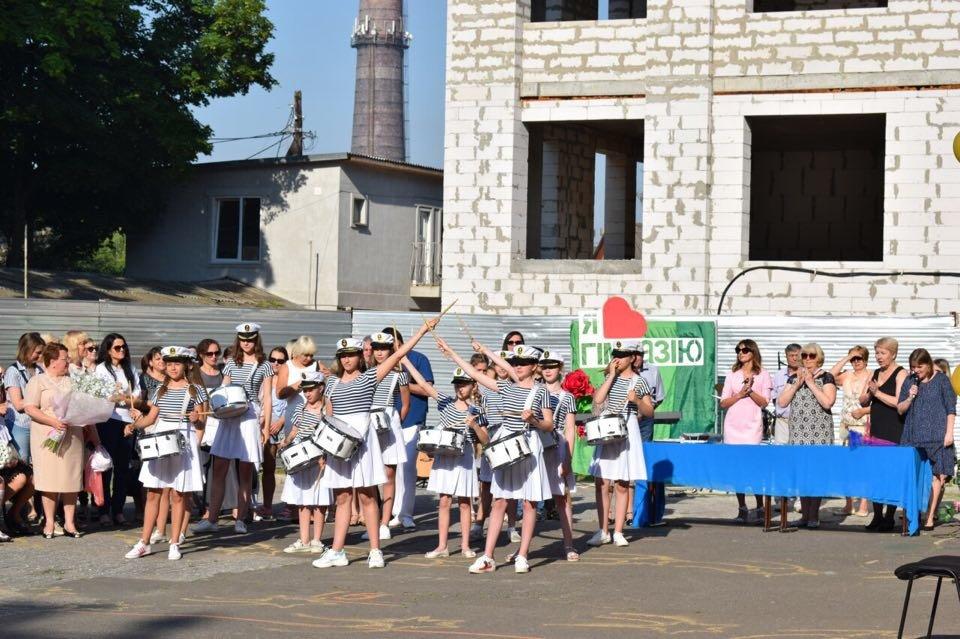 В школах Черноморска прозвенел последний звонок (ВИДЕО), фото-11