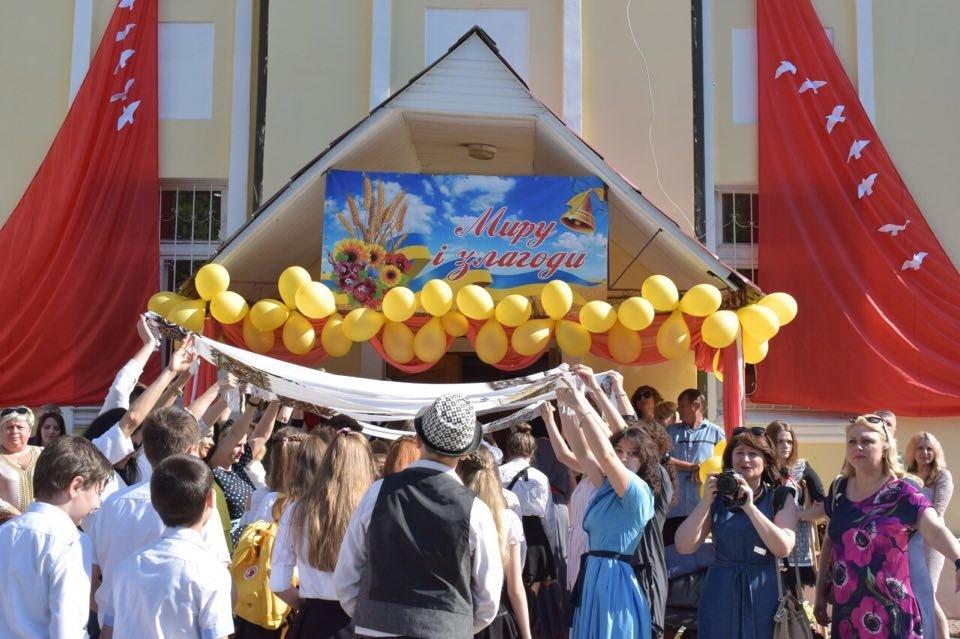 В школах Черноморска прозвенел последний звонок (ВИДЕО), фото-12