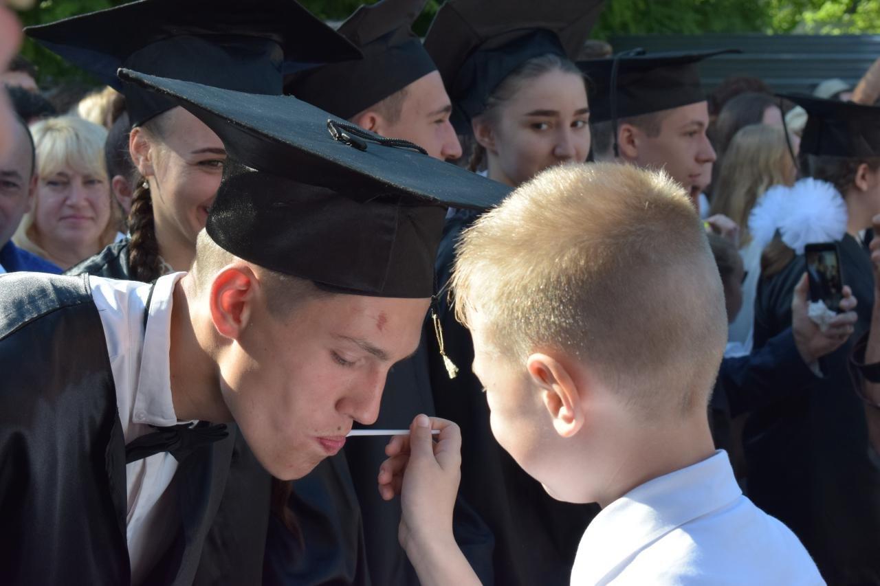 В школах Черноморска прозвенел последний звонок (ВИДЕО), фото-6