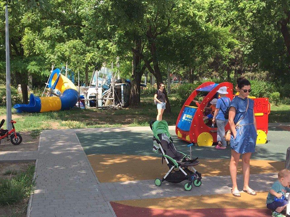Детские площадки в Черноморске по-прежнему небезопасны , фото-1