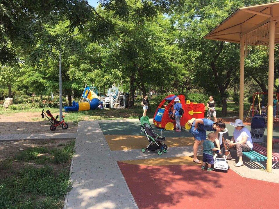 Детские площадки в Черноморске по-прежнему небезопасны , фото-3