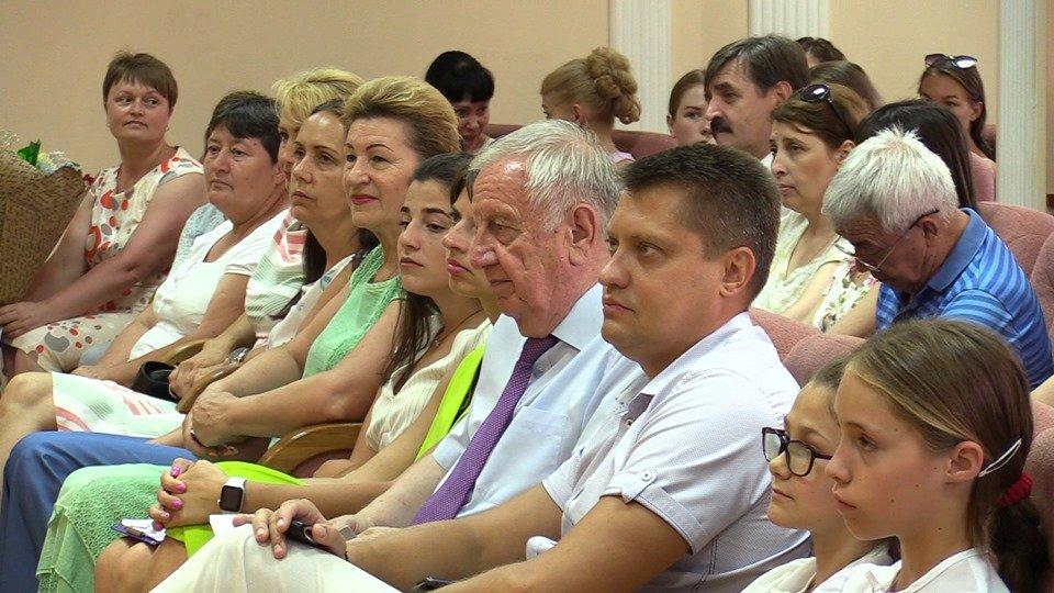 Жителей Черноморска поздравили с Днем Конституции Украины (видео), фото-2