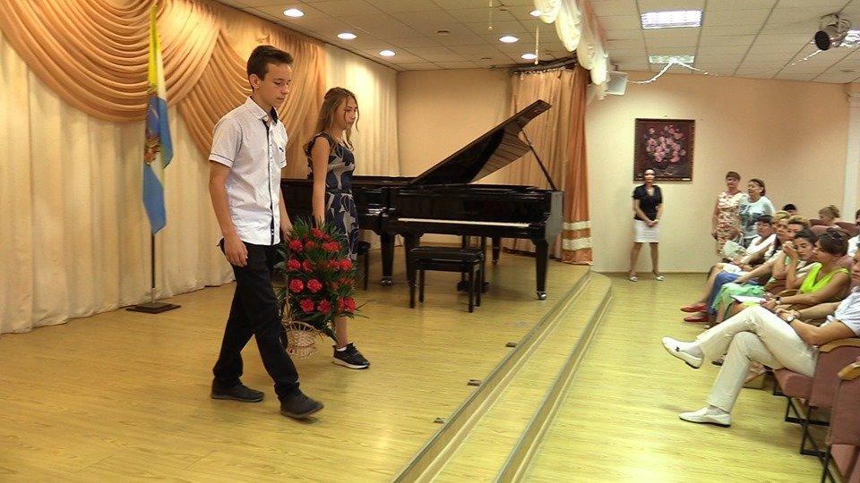 Жителей Черноморска поздравили с Днем Конституции Украины (видео), фото-3