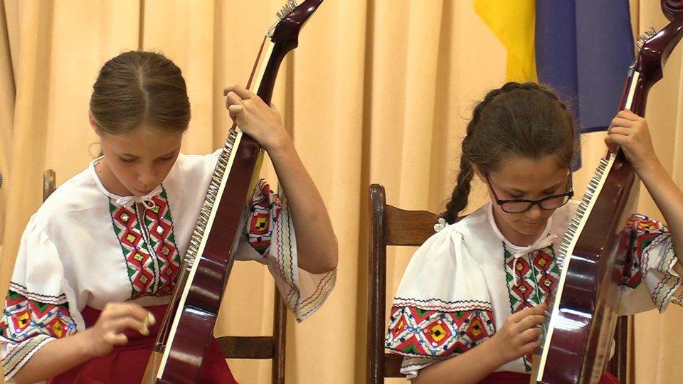 Жителей Черноморска поздравили с Днем Конституции Украины (видео), фото-5