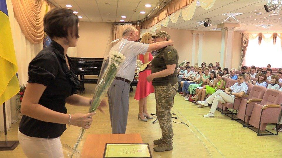 Жителей Черноморска поздравили с Днем Конституции Украины (видео), фото-6