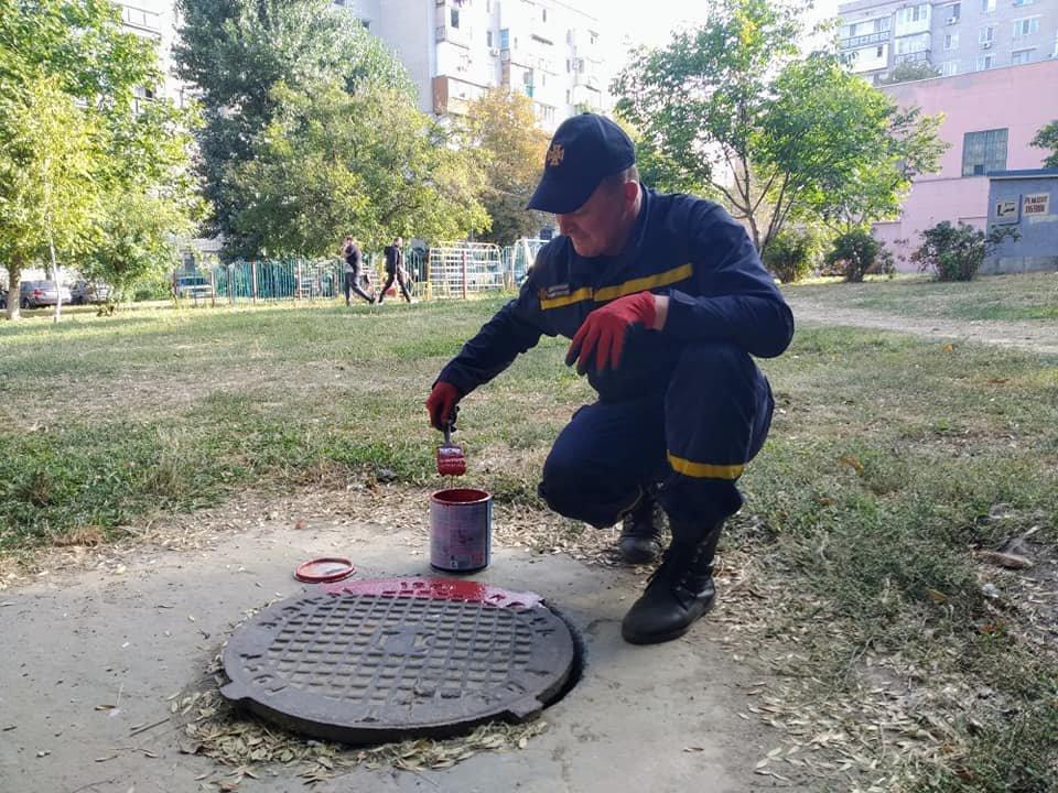 К сведению черноморских автомобилистов: пожарные гидранты покрасили в красный цвет, фото-2