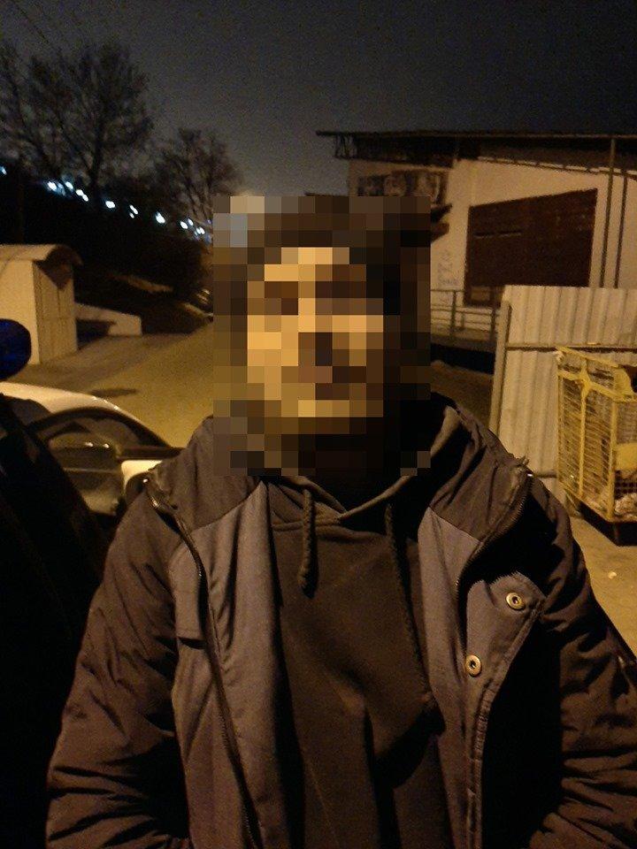 В Черноморске неизвестный пытался обокрасть ларёк, фото-2
