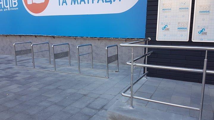 В Черноморске заменили разбитую плитку у памятника Алексею Данченко, фото-2