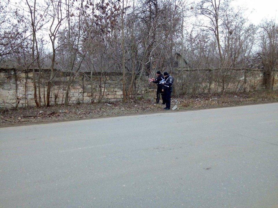 В Черноморске обнаружили артиллерийский снаряд , фото-3