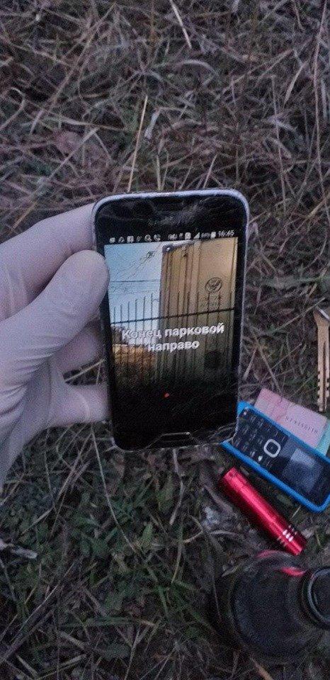 В Черноморске неизвестные искали закладки во дворах жилых домов, фото-3