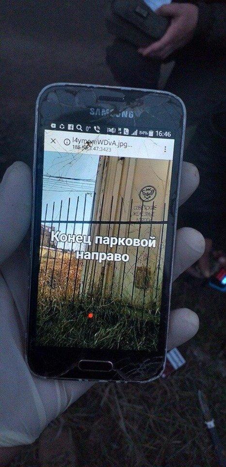 В Черноморске неизвестные искали закладки во дворах жилых домов, фото-4