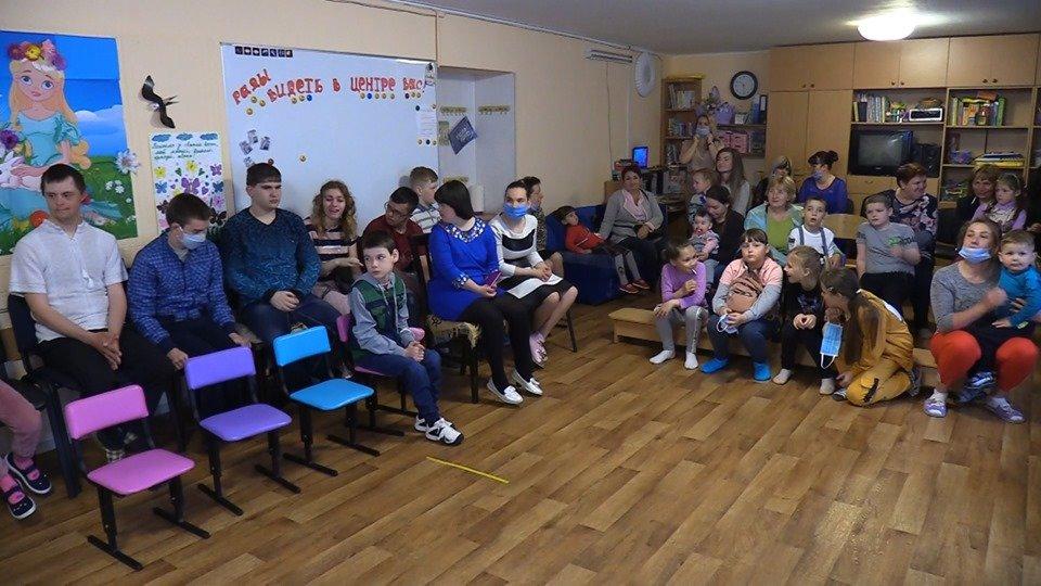 Воспитанников реабилитационного центра поздравили с Днём защиты детей (видео), фото-5