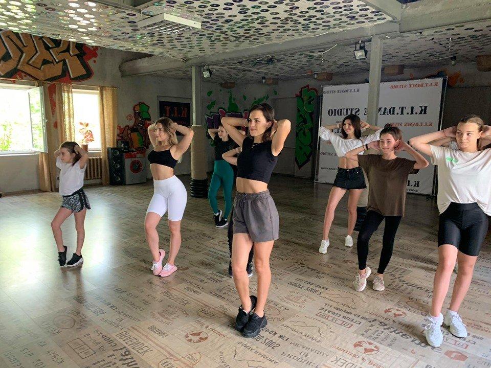 В Черноморске принято помогать ближнему: сегодня прошёл благотворительный мастер-класс по танцу (видео), фото-2