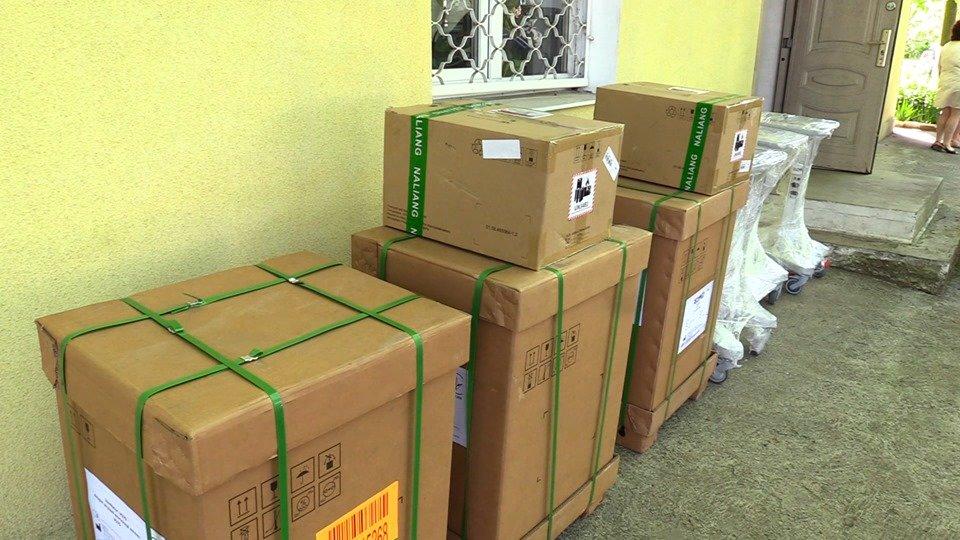 В Черноморскую больницу привезли новые аппараты ИВЛ (видео), фото-1