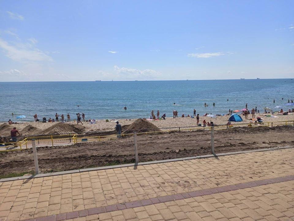 Безбарьерный пляж: в Черноморске искупаться в море сможет каждый, фото-1