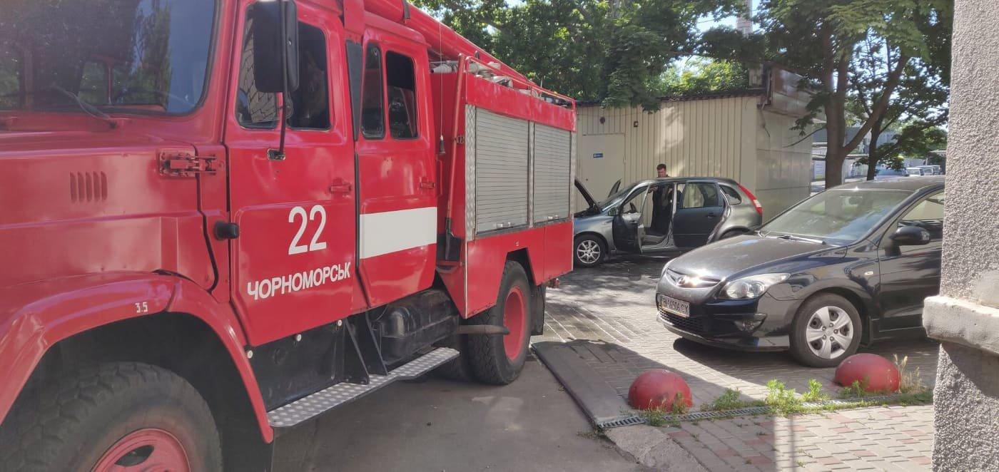 В Черноморске горел автомобиль, фото-1