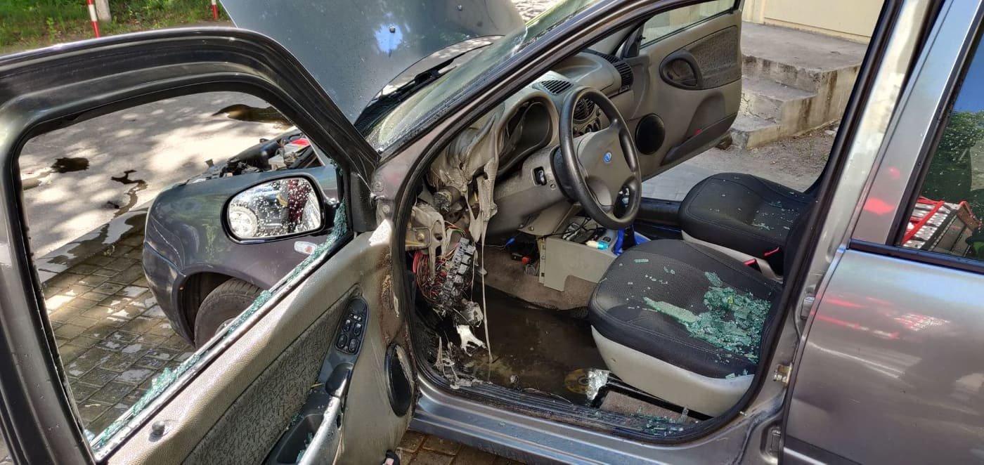 В Черноморске горел автомобиль, фото-2