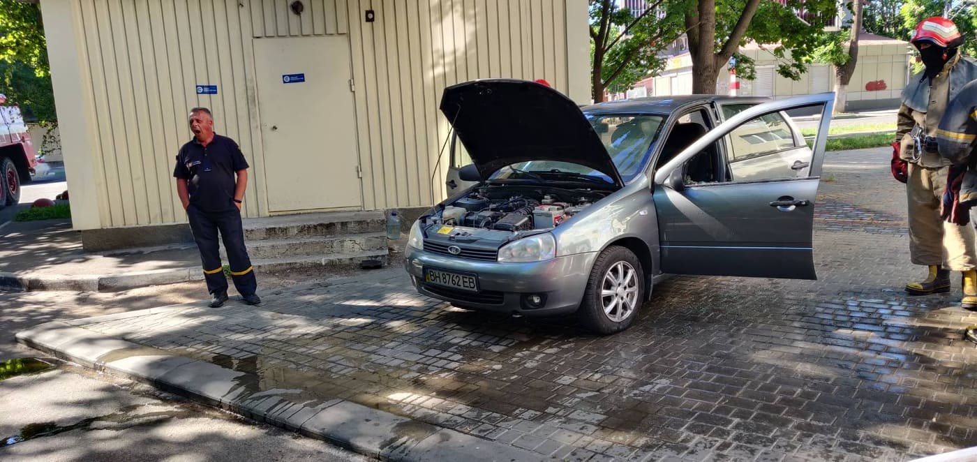 В Черноморске горел автомобиль, фото-3
