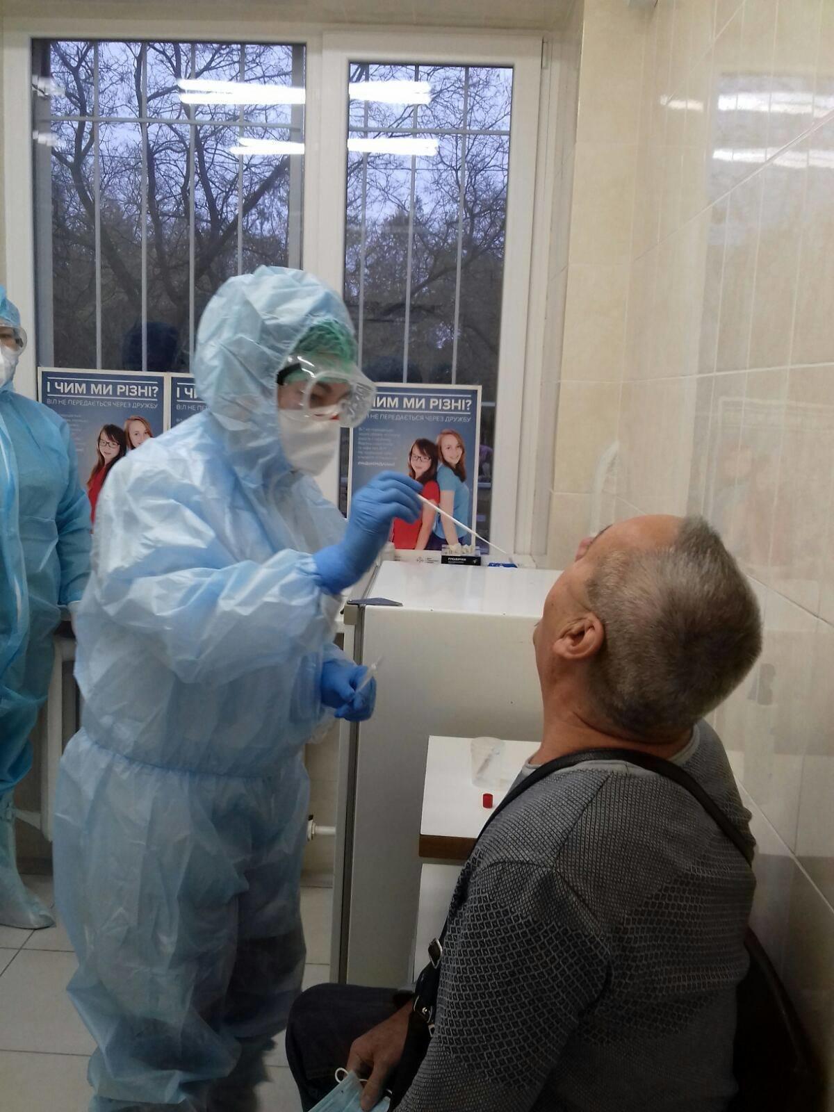 В Черноморске работают мобильные бригады для забора биоматериалов для ПЦР на коронавирус, фото-4
