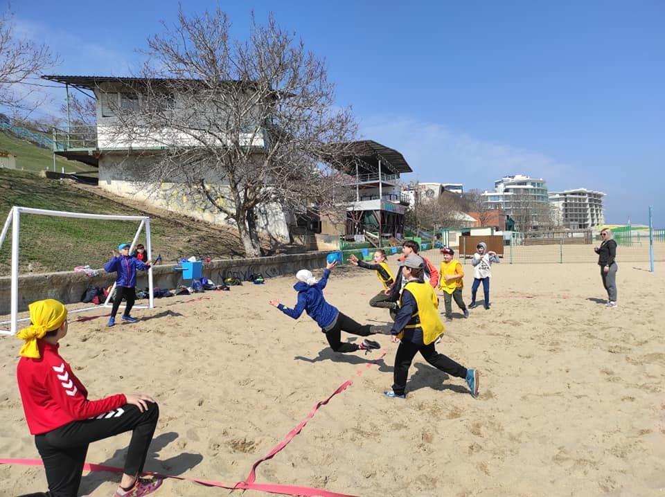 Тренировки на свежем воздухе: спортсмены Черноморска борются с коронавирусом, фото-2