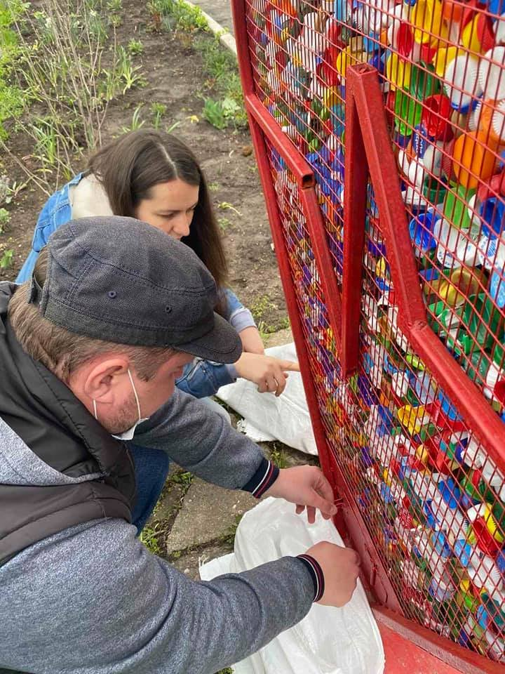 В Черноморске собрали 25 кг пластиковых крышек для переработки в поддержку детей с особыми потребностями, фото-3